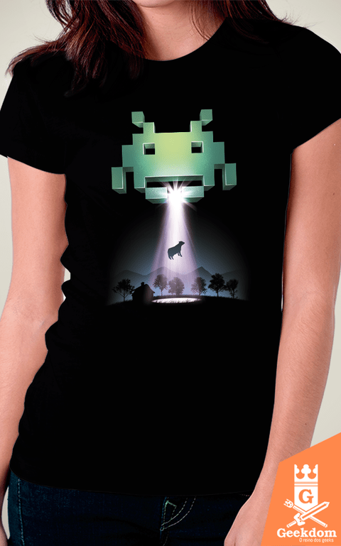 Camiseta Space Invaders - Vaca - by Vincent Trinidad Art | Geekdom Store | www.geekdomstore.com