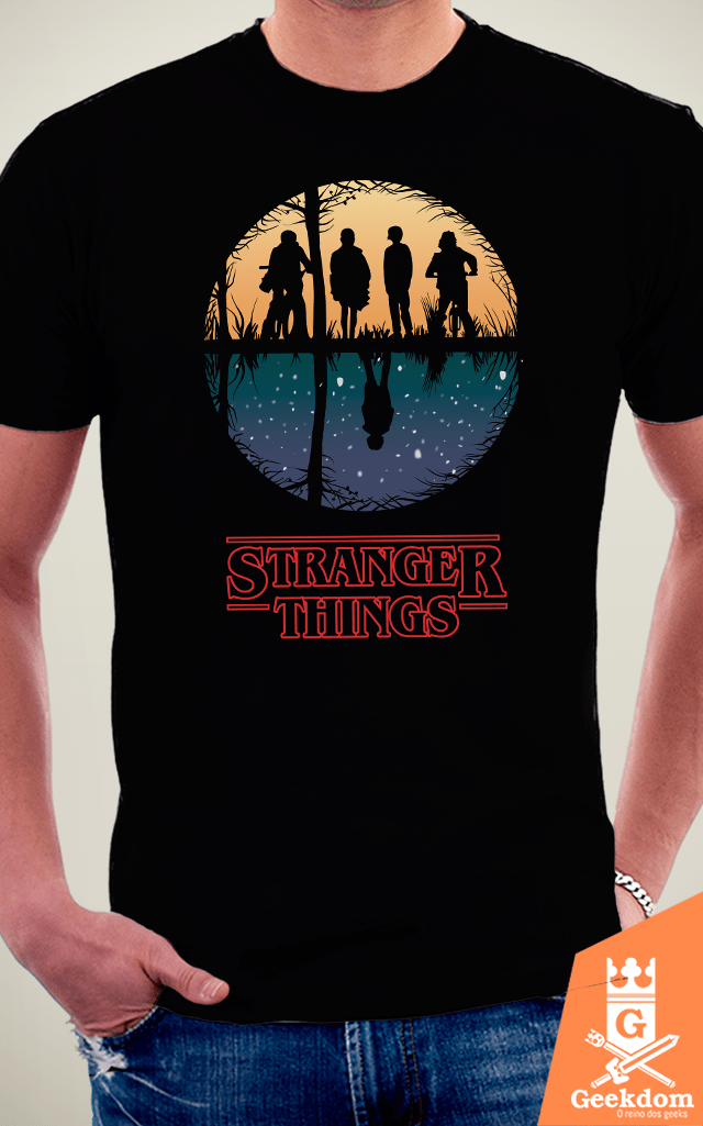 Camiseta Stranger Things - Dois Mundos - by Piccolo | Geekdom Store | www.geekdomstore.com