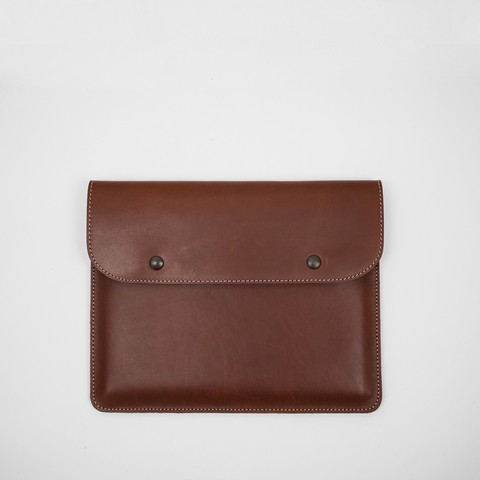 Chestnut veg tanned 100% leather pouch. Handcrafted in Argentina.