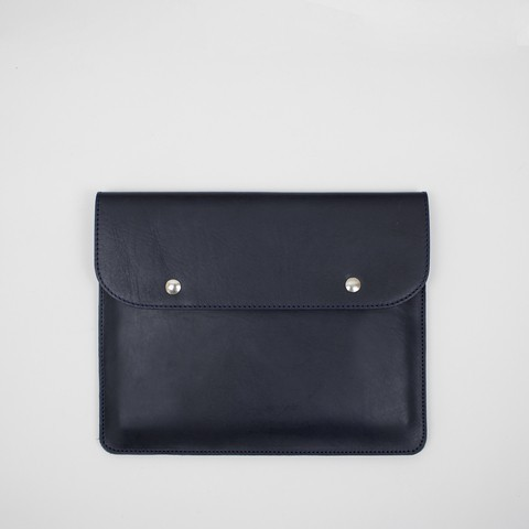 Navy veg tanned 100% leather pouch. Fits ipad air / 10
