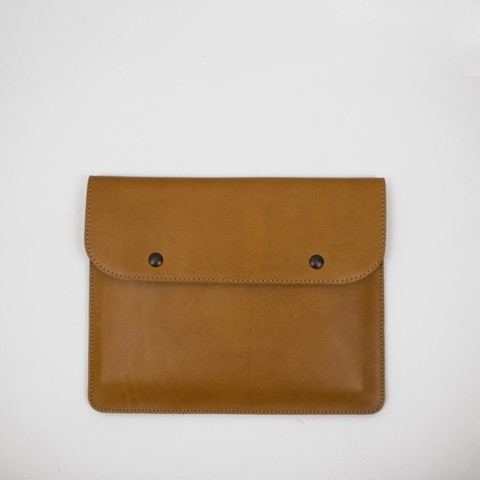 Veg tanned 100% leather pouch. Handcrafted in Argentina.