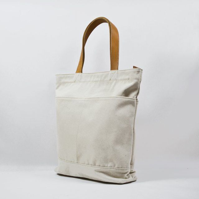 Ecru water resistan cotton canvas tote with vegetable leather straps