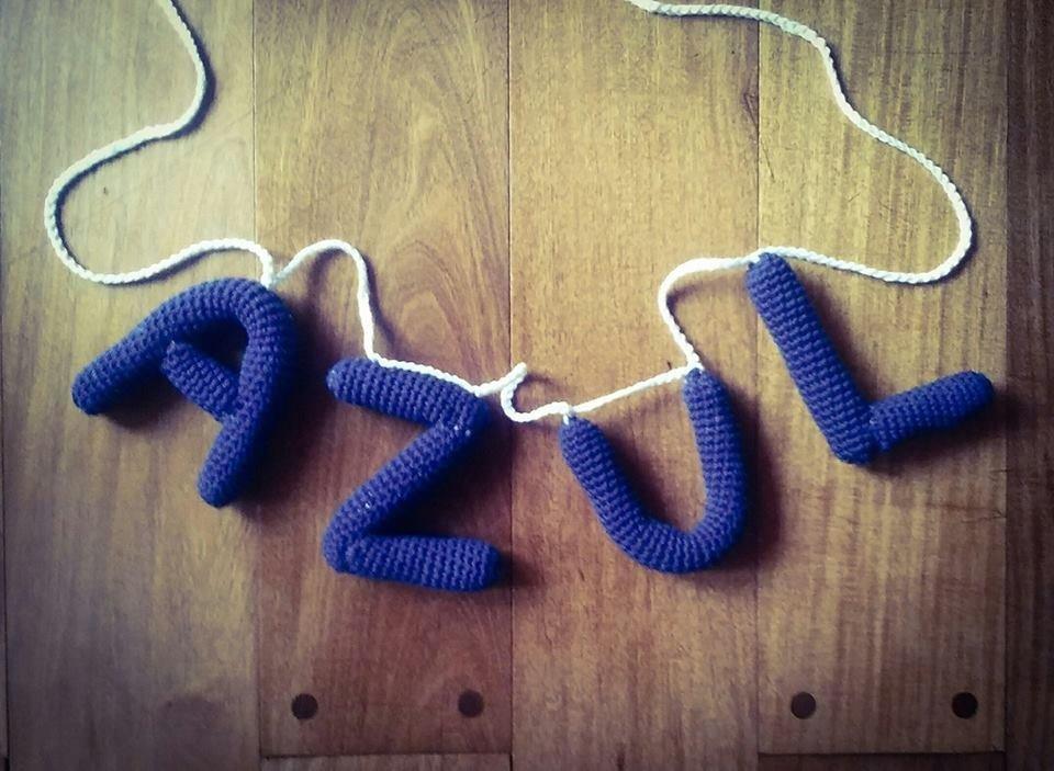Nombres tejidos para colgar