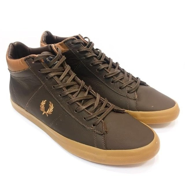 Bota Fred Perry na internet