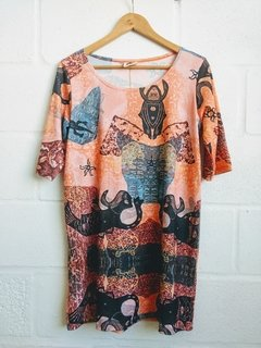 REMERA LARGA GALATEA CORAL - PONETE ARTE