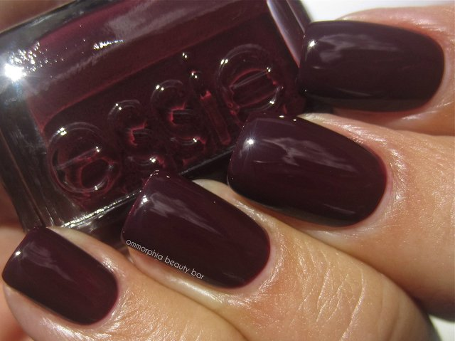 Essie Nail Polish - Shearling Darling