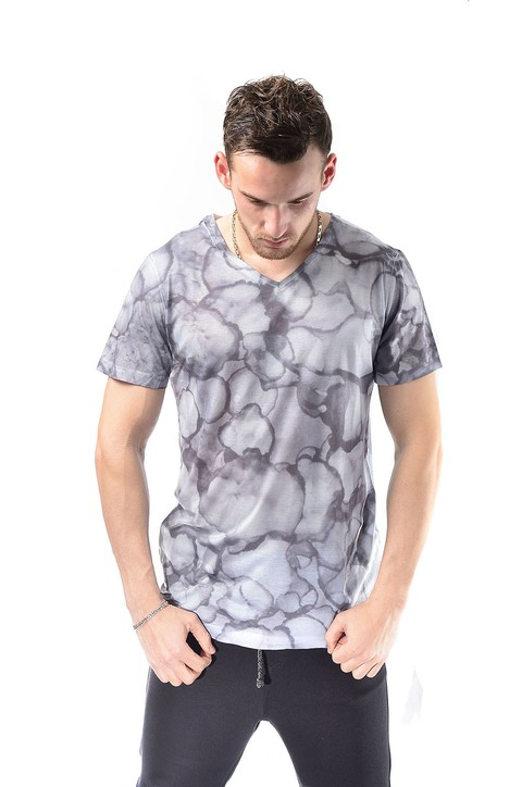 Remera sublimada gris y blanca cuello V full stamp - Relax Multimarcas