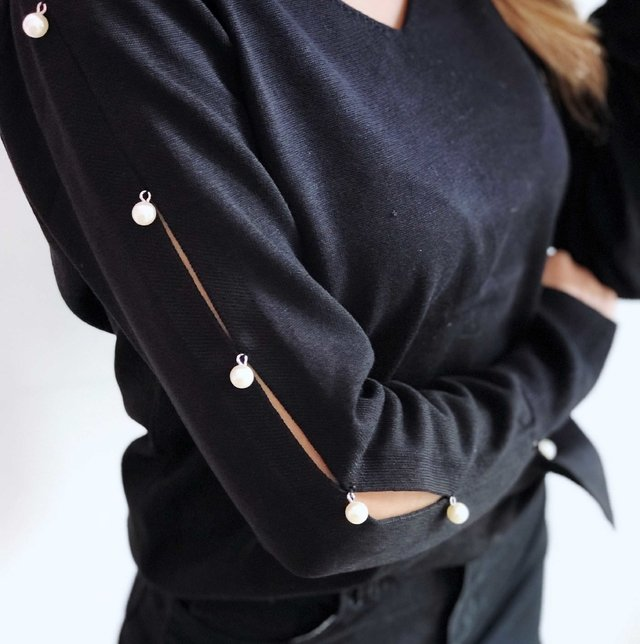 SWEATER HULTER PEARLS NEGRO