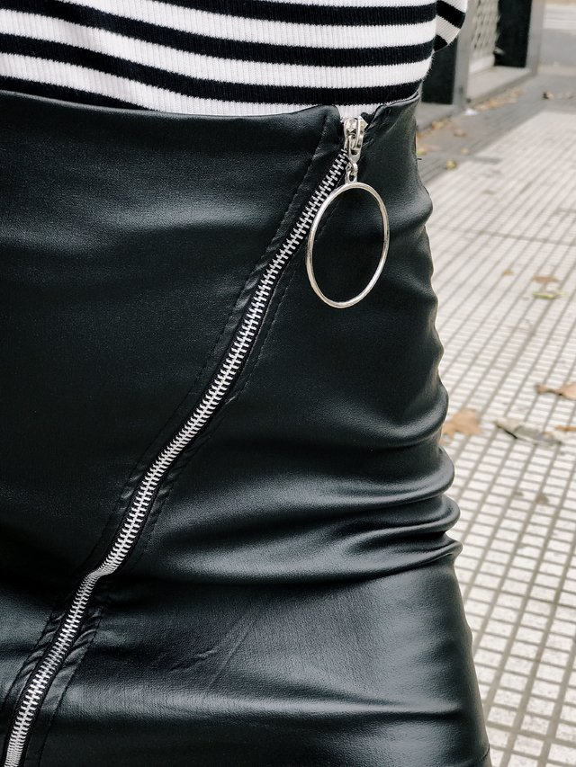 MINI LEATHER CIERRE CIRCLE - comprar online