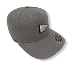 Boné snapback baseball young money aplique metal - comprar online