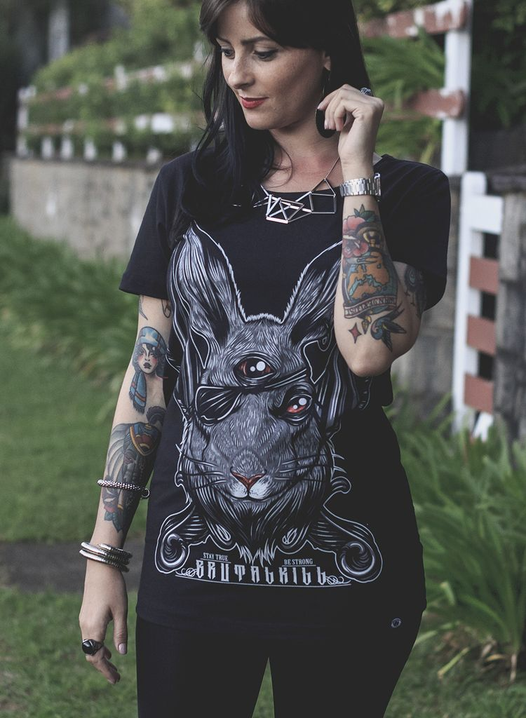 Camiseta Feminina - Rabbit na internet