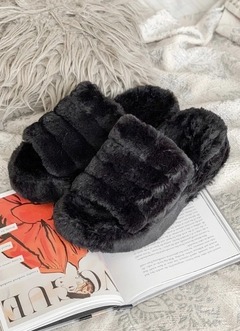 High Slippers Fluffy Negro BOMB - comprar online