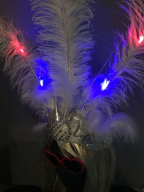 TOCADO PLUMAS LED CHICO