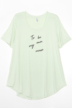 R1026/2/E Syes, Remera escote redondo To be own muse, Talles grandes - tienda online
