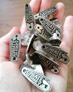 CREATE OR OBEY METAL PIN - tienda online