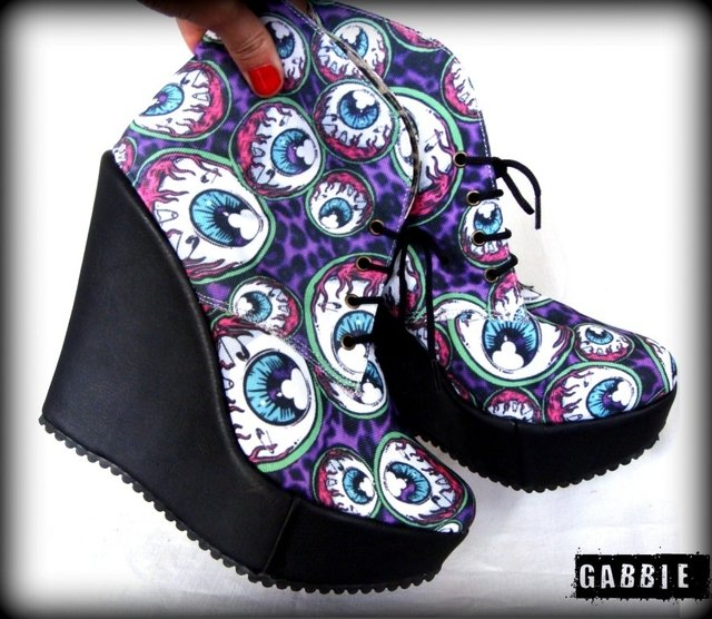 Eye Am Watching Black Booties - comprar online
