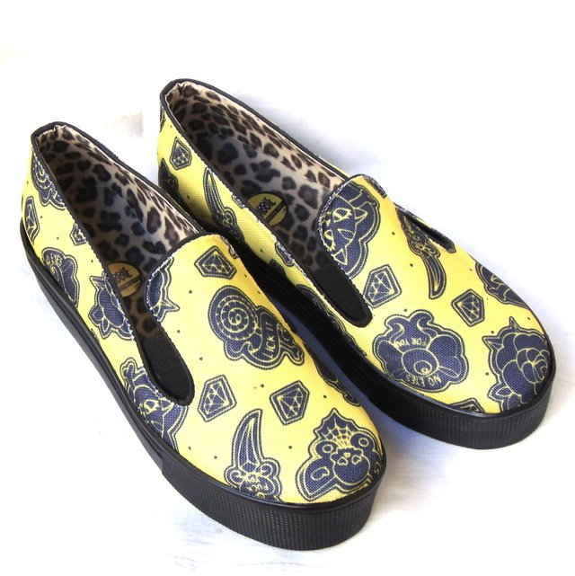Not Your Girl! Yellow -Panchas en internet