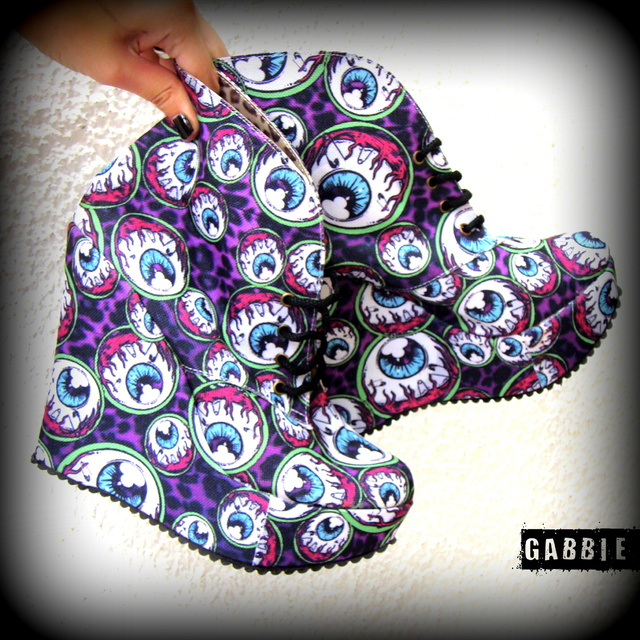 Eye Am Watching Booties - comprar online