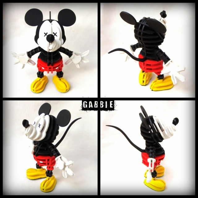 Sliced Mickey Art Toy en internet