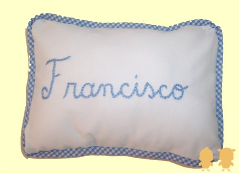 almohadon bordado con nombre Francisco