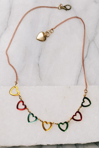 Collar corazoncitos de colores