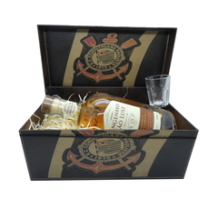 Kit Cachaça Premium Amburana 750 ml Caixa do Corinthians com Copo