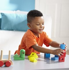 Trem Multiformas de Madeira Stacking Train - Melissa and Doug na internet