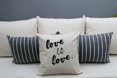 Almohadon Love Is Love - comprar online