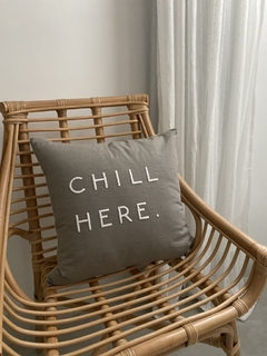 Almohadon Gris Chill Here Blanco - comprar online