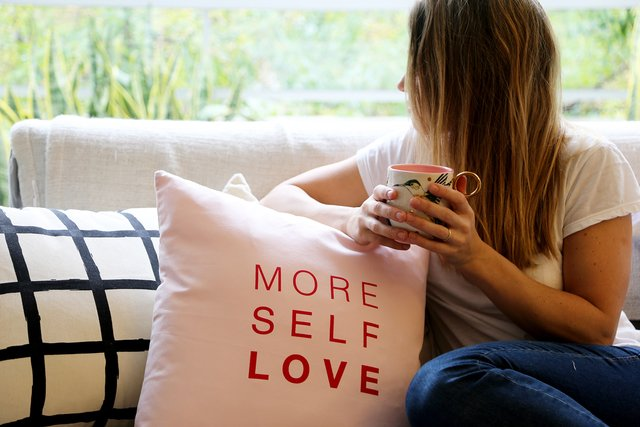 Almohadon More Self Love Rosa - comprar online