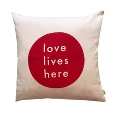 Almohadon Love Lives Here Rosa Outlet