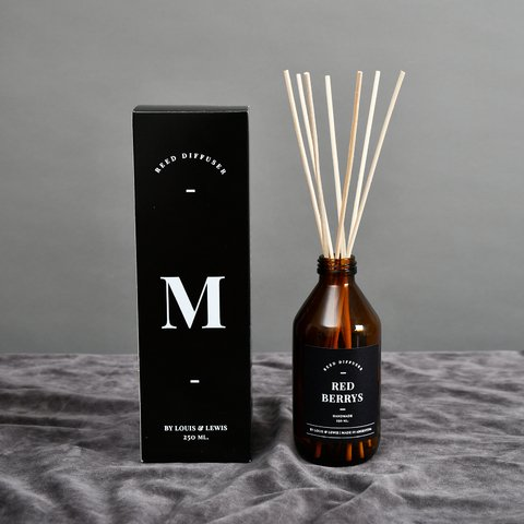 Reed Diffuser Moonlight: Smells like Red Berrys