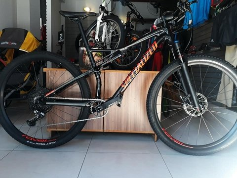 Bicicleta Specialized Epic Comp 29 - 2019 -  12v - Full - SEMI NOVA