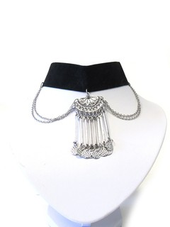 Collar chocker con cadena en internet