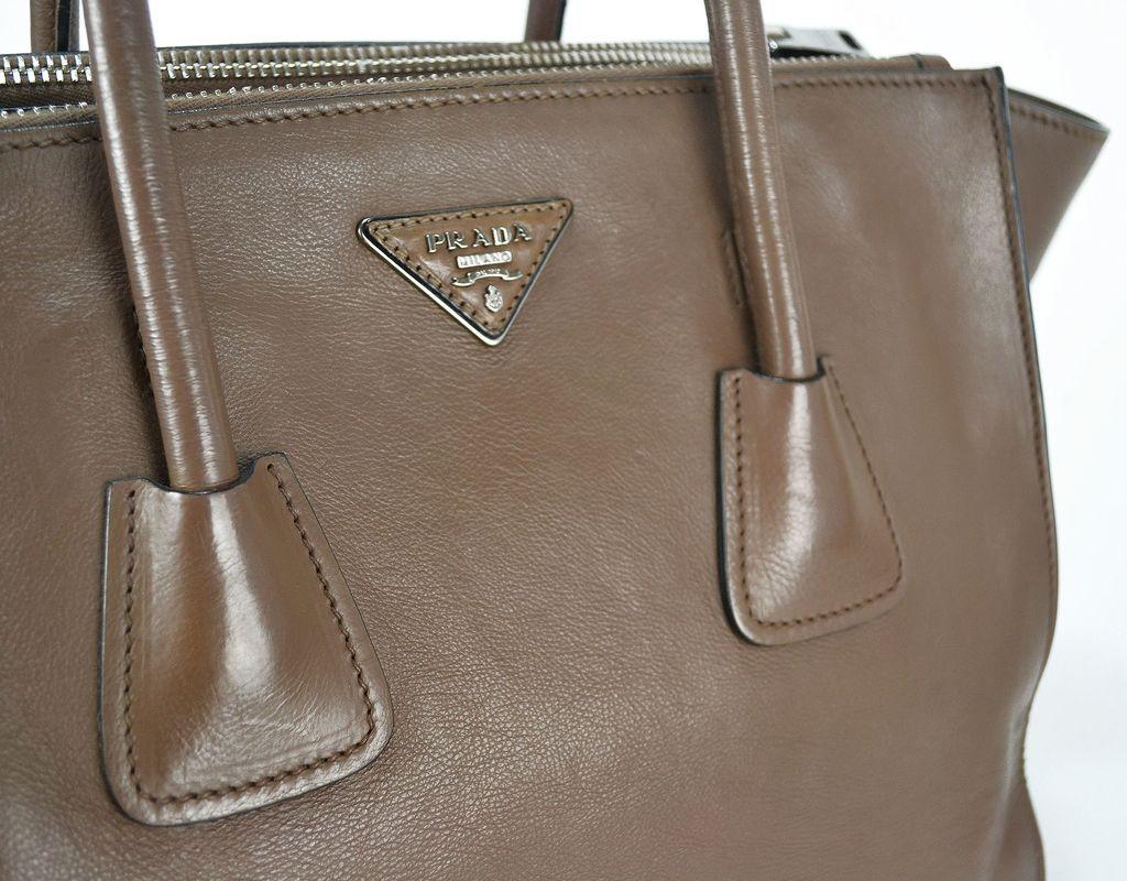 375a1ca80fdbf ... Bolsa Prada Twin Pocket cor Argilla - loja online ...