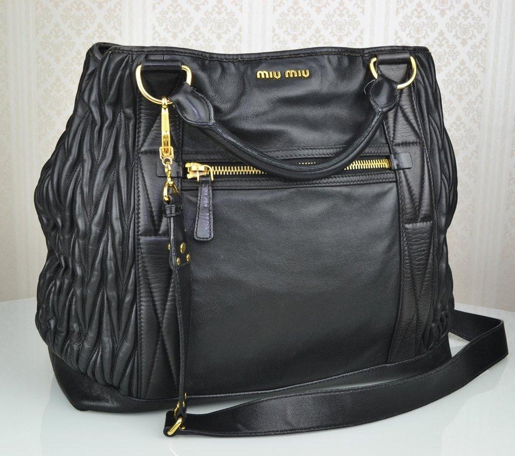 ... Bolsa Miu Miu Shopping Tote Preta Large - comprar online ... 7dd5058f0b
