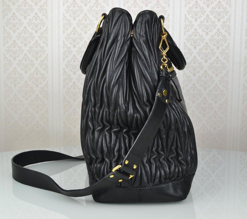... Bolsa Miu Miu Shopping Tote Preta Large - loja online ... 6dfdc1edae