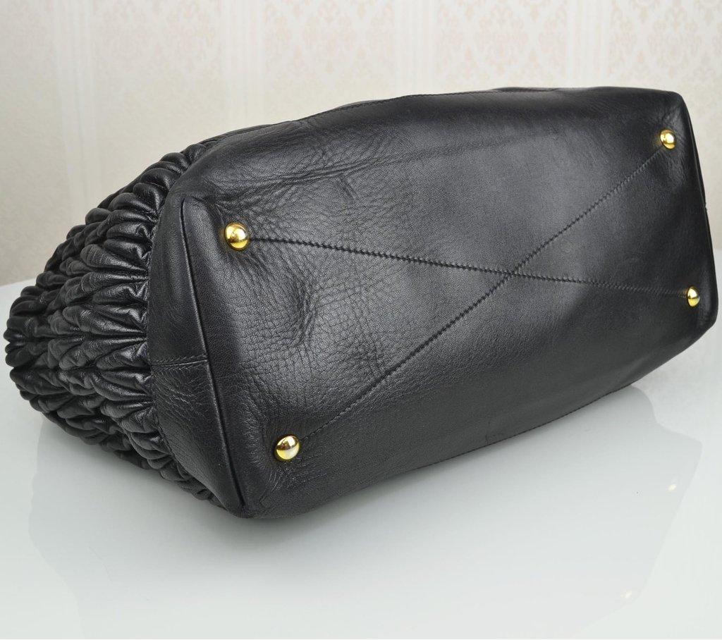 ... comprar online  Bolsa Miu Miu Shopping Tote Preta Large na internet ... caf96b6b5d