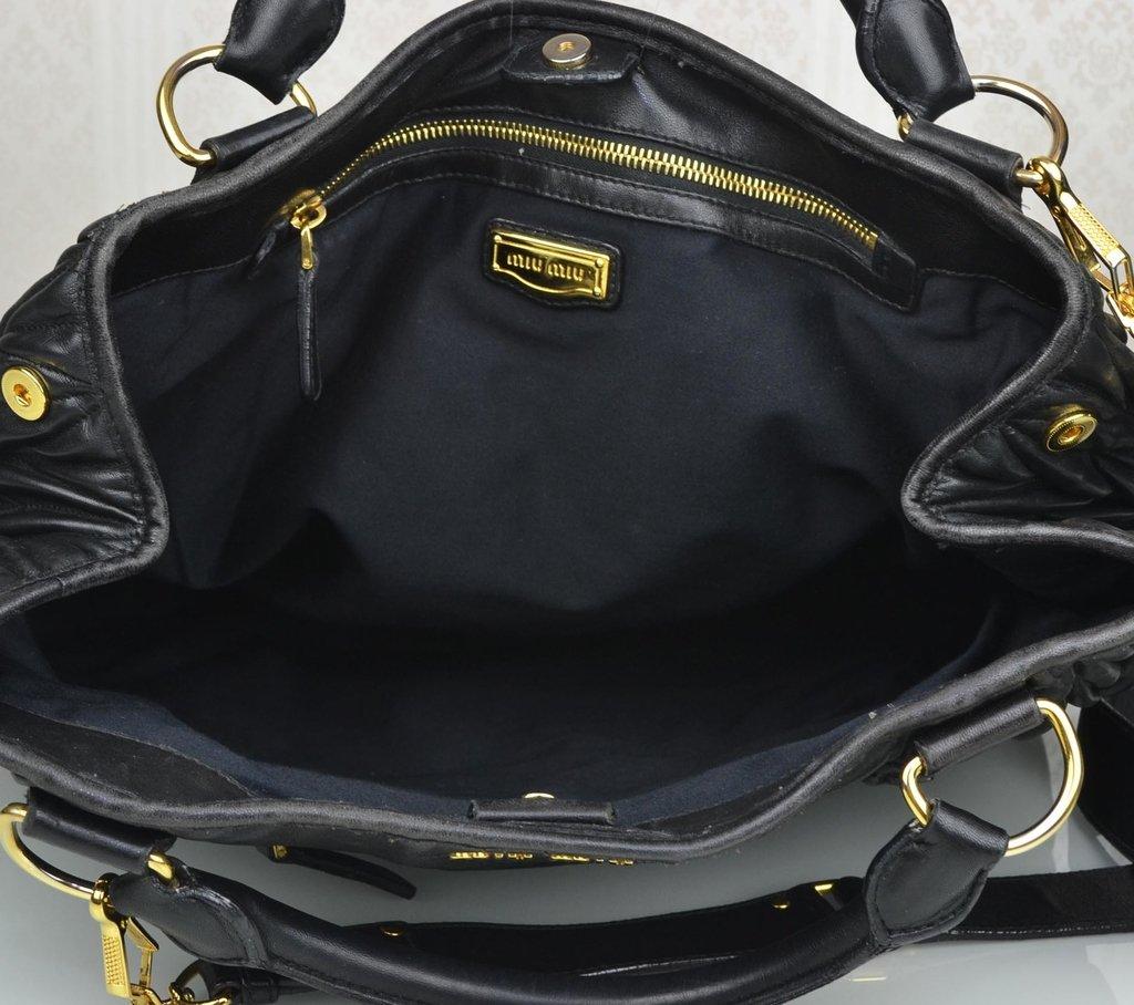 ... Bolsa Miu Miu Shopping Tote Preta Large - Paris Brechó - Artigos de  Luxo Seminovos ... c5a12cb3ad