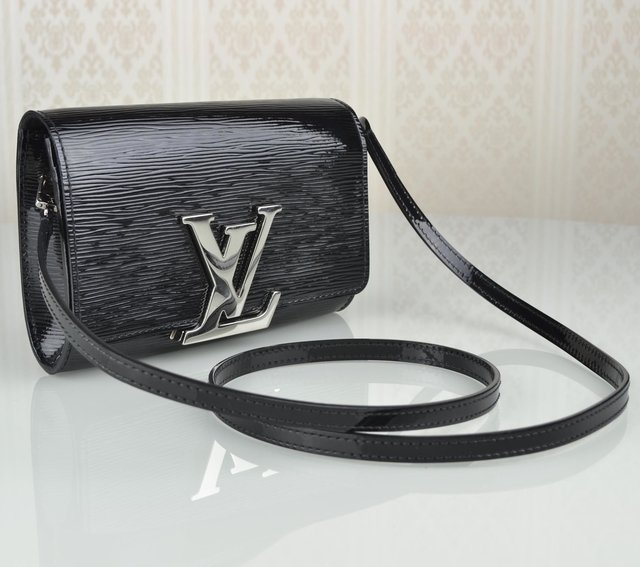 Bolsa Louis Vuitton Louise PM na internet