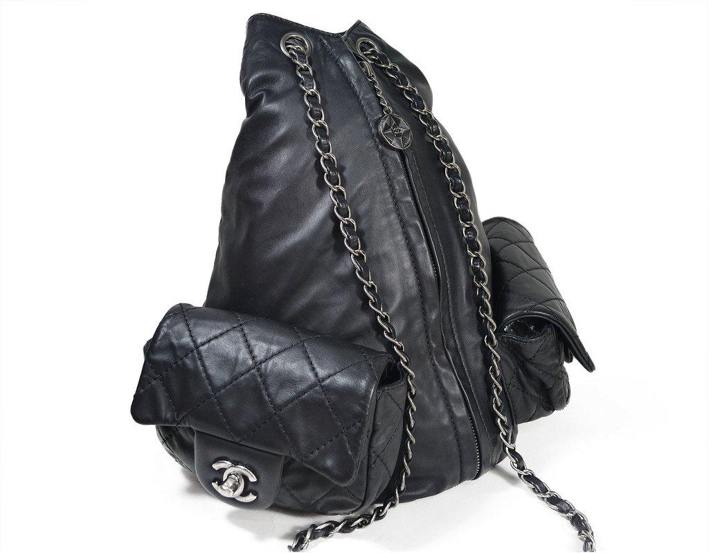 fada032776e ... comprar online  Mochila Chanel Backpack is Back - Paris Brechó - Artigos  de Luxo Seminovos ...