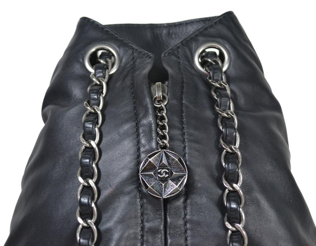96d27276b62 ... Mochila Chanel Backpack is Back - comprar online  Mochila Chanel  Backpack is Back - Paris Brechó - Artigos de Luxo Seminovos ...