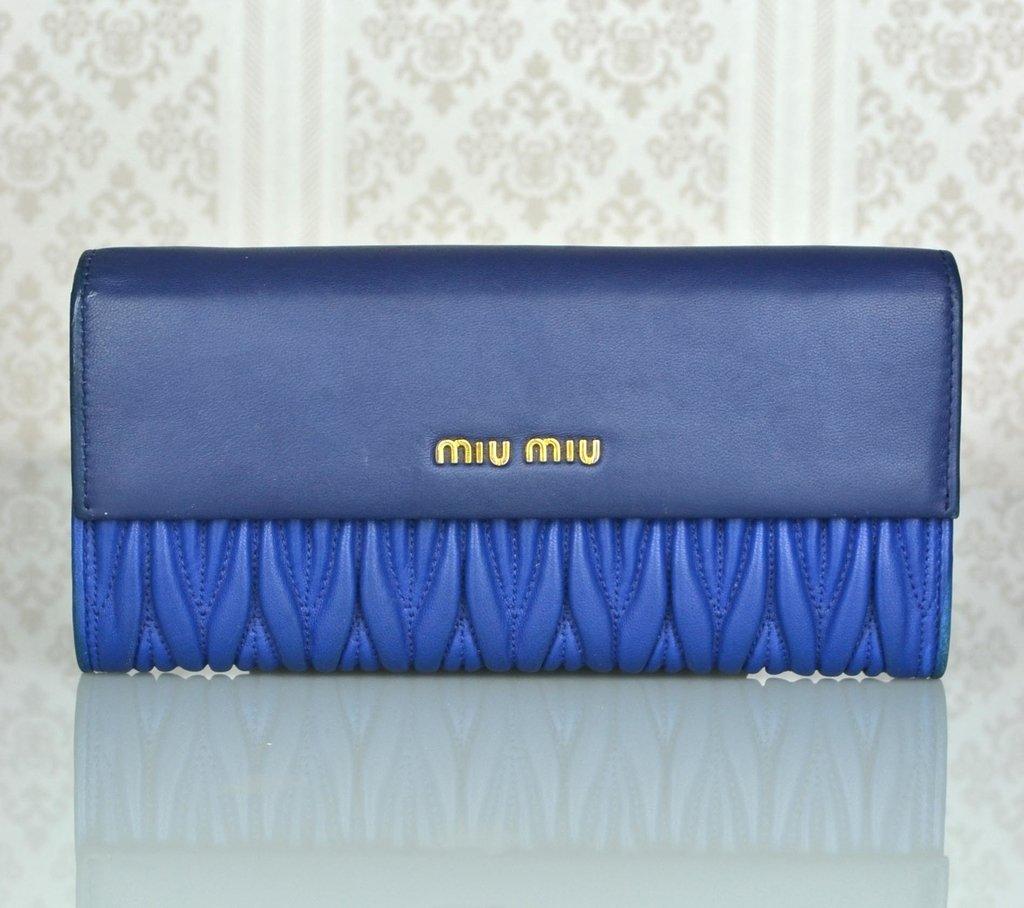 753155c0db9ef Carteira Miu Miu Azul Matelasse Couro Nappa