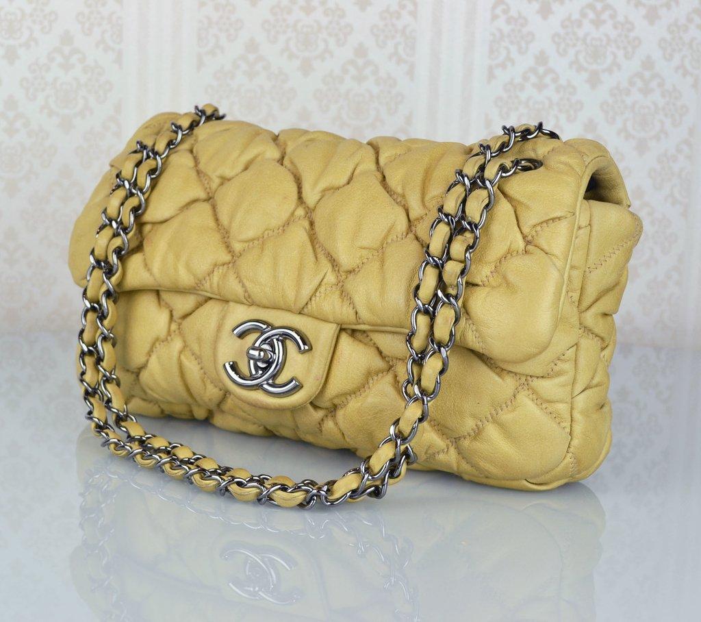 390c0d75d ... Bolsa Chanel Bubble Lambskin Small Flap - Paris Brechó - Artigos de Luxo  Seminovos ...