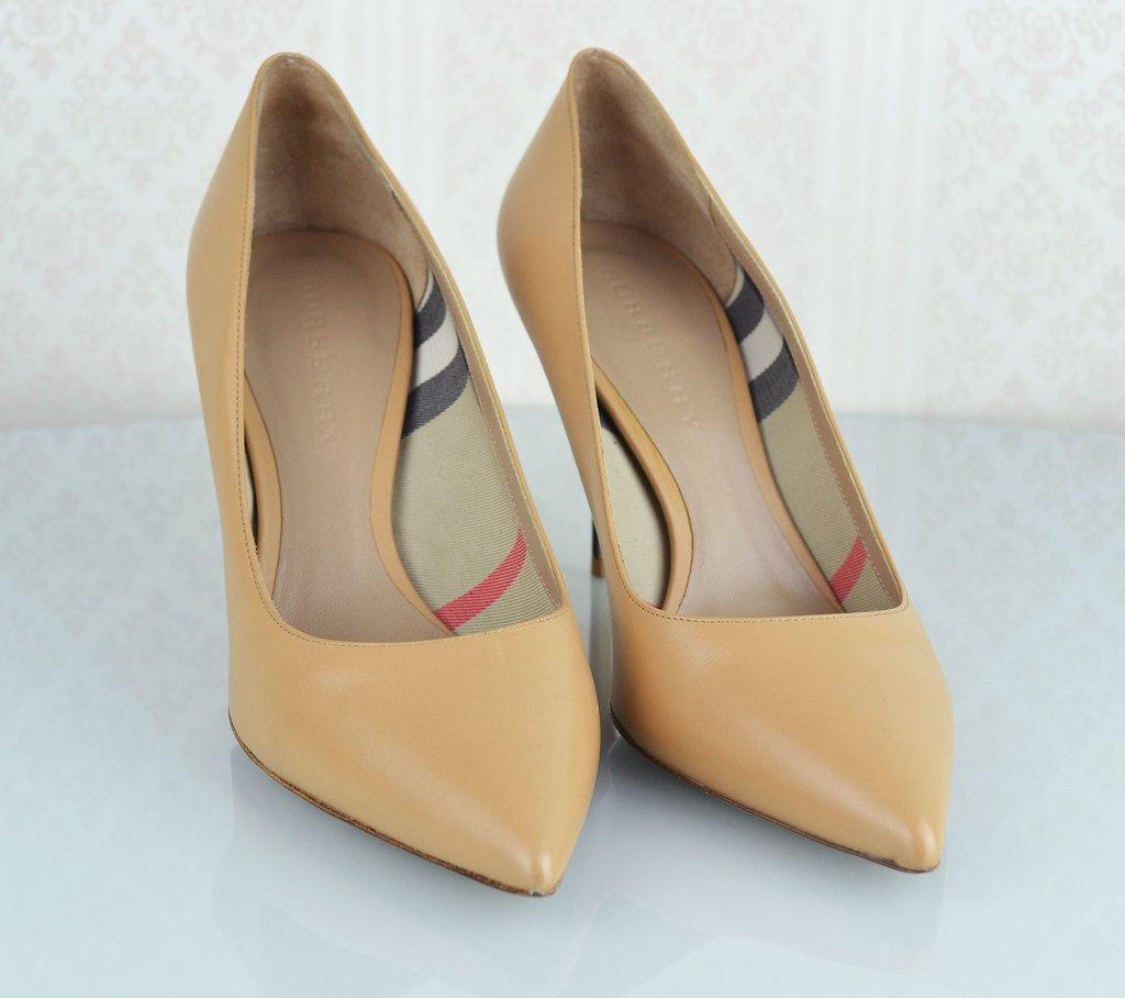 dcc6d7bb01 ... Sapato Scarpin Burberry 39 EUR - comprar online ...