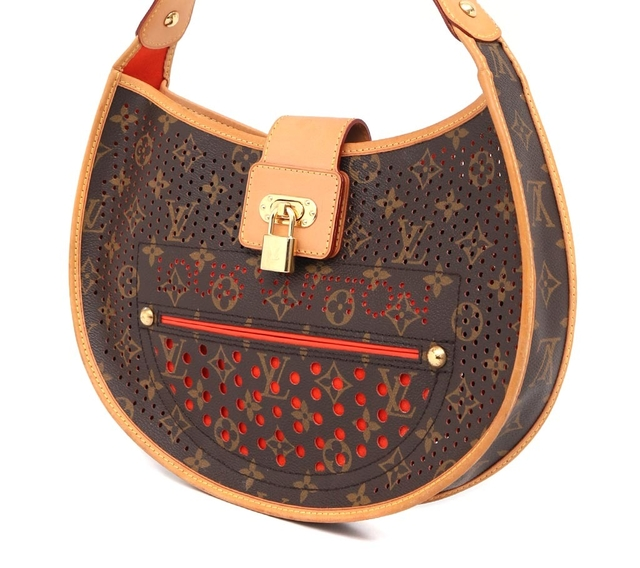 Bolsa Louis Vuitton Perforated Demi Lune na internet