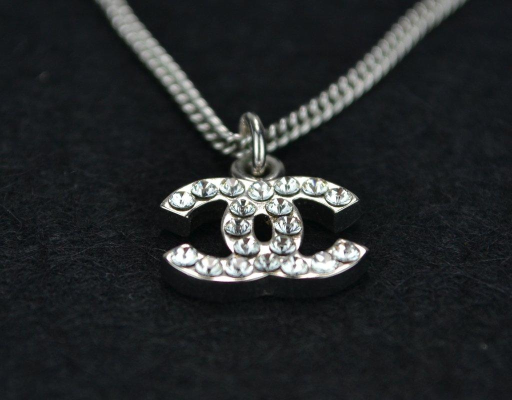 b0977bc7a8847 ... comprar online  Colar Chanel Swarovski Crystal CC Logo Necklace na  internet ...