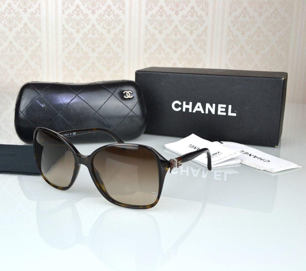 ... Paris Brechó - Artigos de Luxo Seminovos · Óculos de Sol Chanel 5205 -  loja online 8a61fbbf74