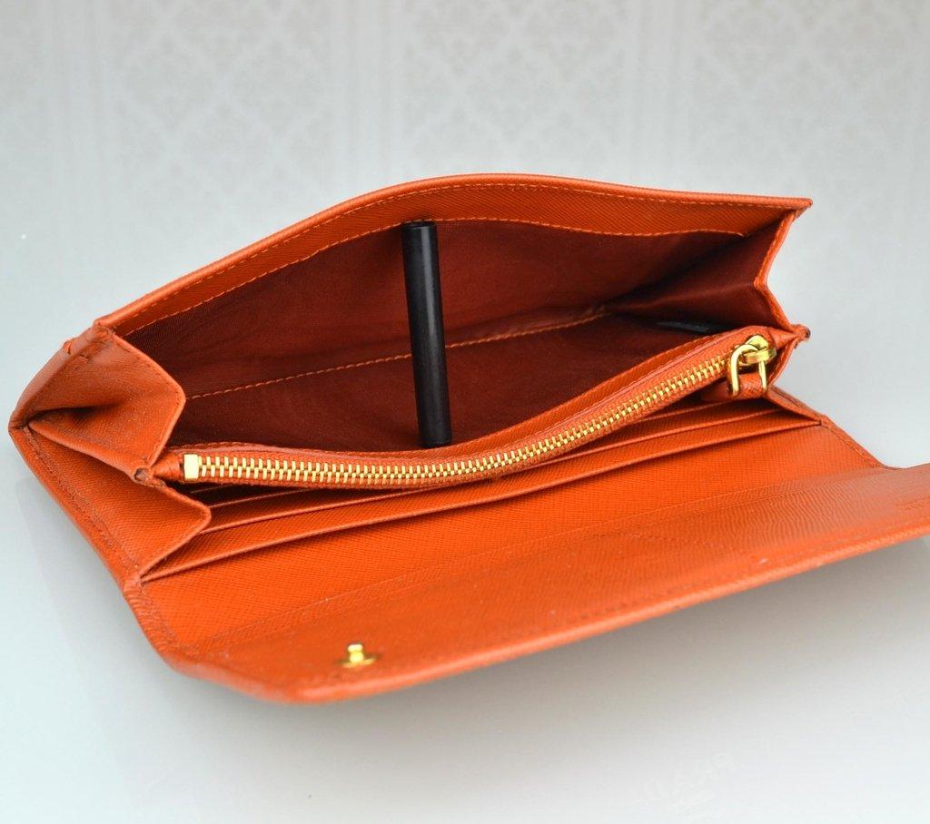 55467af70 ... Carteira Prada Saffiano Papaya - comprar online ...