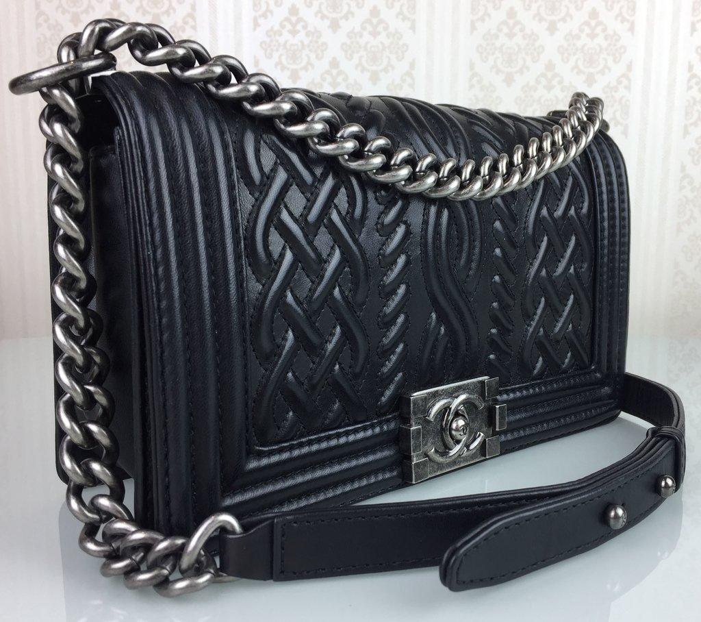 ... Bolsa Chanel Black Embossed Leather Medium Celtic Boy - comprar online  ... f1ddfb1411